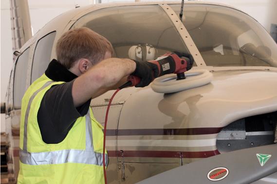 полировка самолета